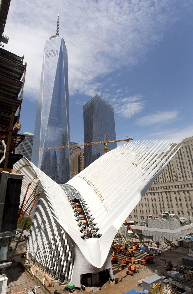 Oculus, en üst düzeyde güvenlikli olarak inşa edildi. İleri teknolojinin kullanıldığı yeni terminalde yolcuların rahatlığı için birçok yeni hizmet devreye girecek. Oculus'ta yer alacak alışveriş merkezi de Manhattan'ın en büyük alışveriş merkezi olacak.