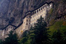 kapatilan-sumela-manastirinin-belirsizligi-suruyor