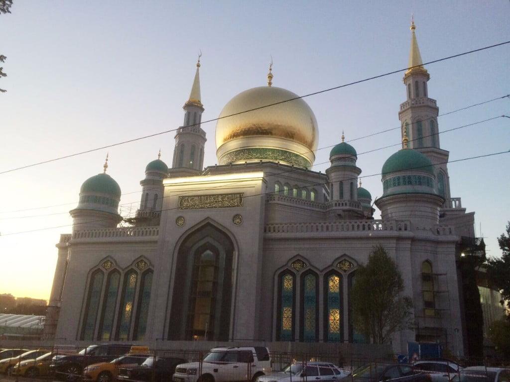 2015-09-17-21-47-18-3--moskova-merkez-camii-ibadete-aciliyor