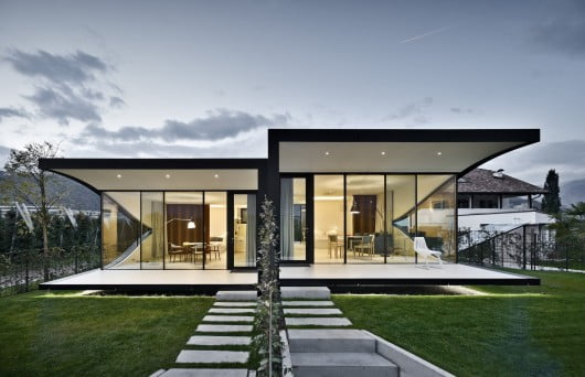 548cae80e58eceb76d000075_the-mirror-houses-peter-pichler-architecture_portada_mirror_houses_front_night-530x342