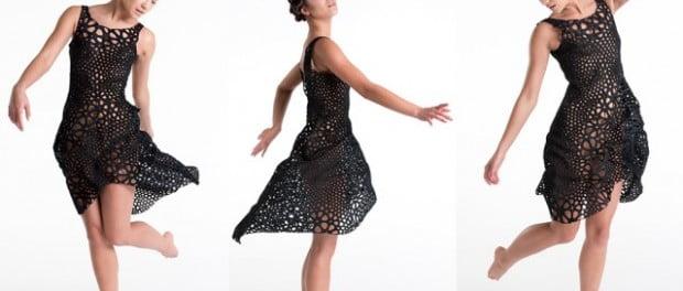 Flowing-3D-Printed-Plastic-Dress_1-640x480