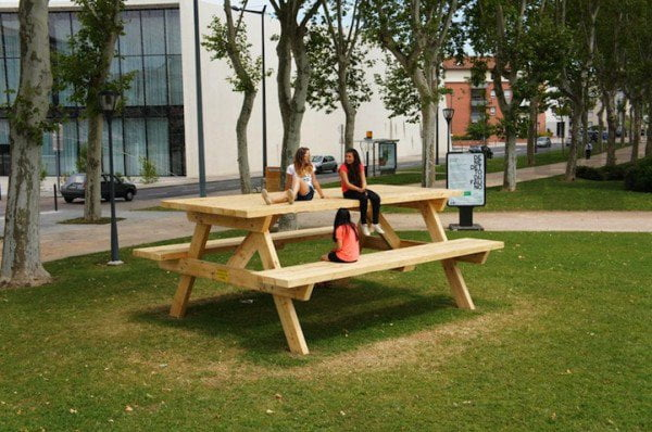 Giant-Picnic-Table-by-Benedetto-Bufalino