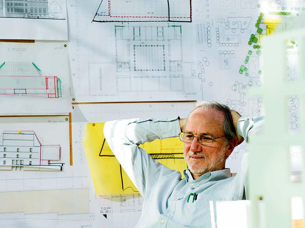 Renzo-Piano-in-his-studio