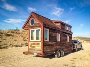 guillaume-dutilh-and-jenna-spesard-travel-tiny-house-2-677x508-compressor