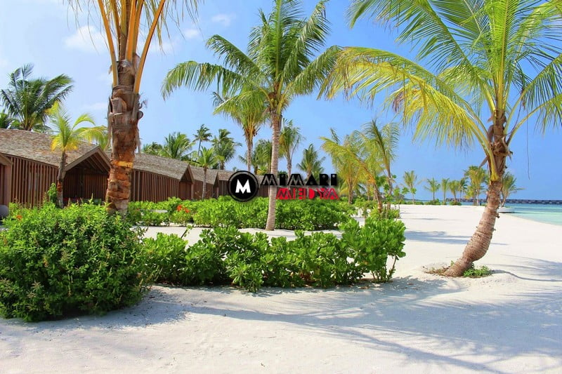 maldivlerde-gunes-panelli-5-yildizli-bir-otel-013
