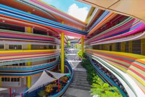gokkusaginin-renkleriyle-boyanmis-okul