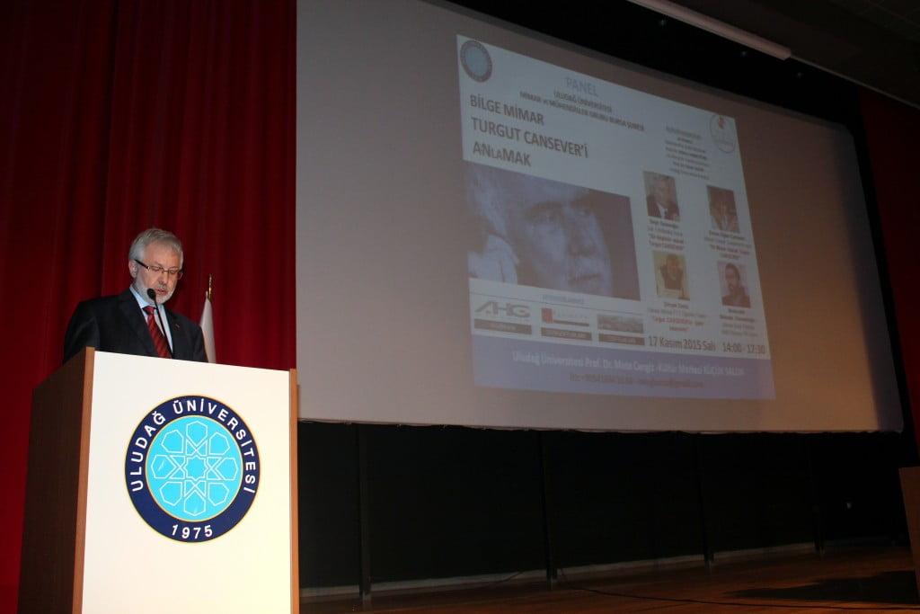 """Dünyada """"Ağa Han Mimarlık Ödülü""""nü 3 kez kazanan ve """"Bilge Mimar"""" olarak anılan Turgut Cansever, Bursa'da düzenlenen panelle anıldı. Panelin açılışında UÜ Rektörü Prof. Dr. Yusuf Ulcay konuştu."""